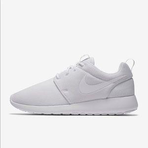 Women's white Nike Roshe